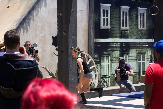 'American Ninja Warrior' star Kacy Catanzaro runs through the 'Assassin's Creed' parkour course in record time.